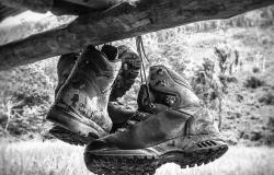 hiking-shoes-588799_1280